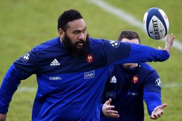 Le Rochelais Uini Atonio à l'entraînement avec l'équipe de France.