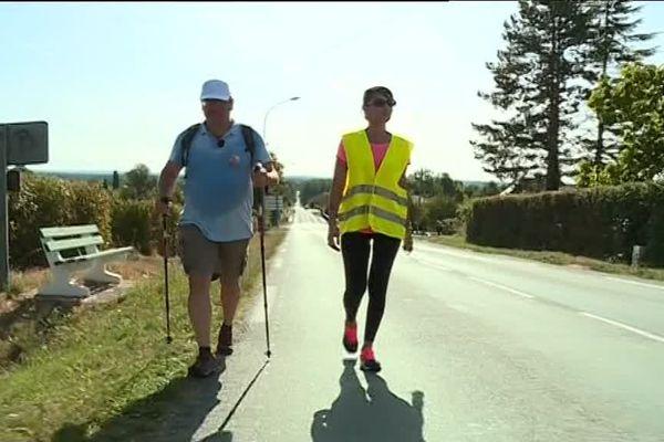 Le député Olivier Damaisin et sa suppléante Farah Hamidani sont en marche à travers le Villeneuvois.