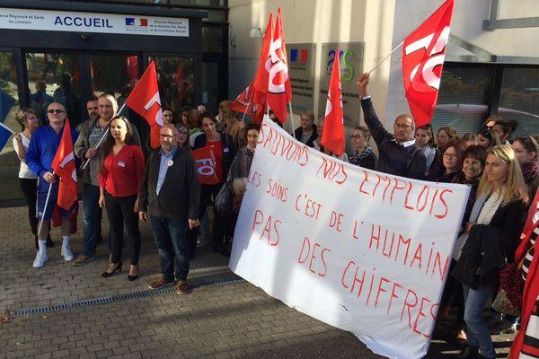 Manifestation des soignats de l'hôpital de St-Yrieix devant l'ARS 87