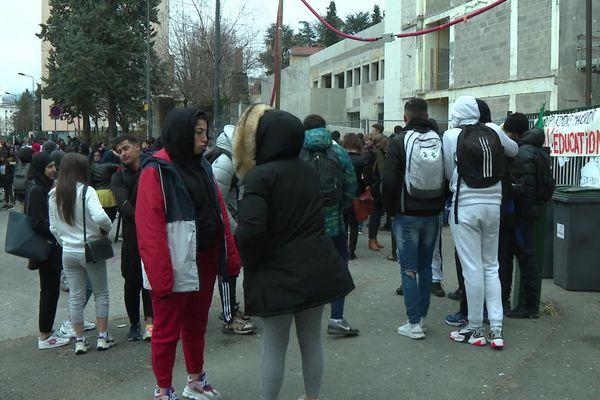 Les élèves de première du lycée Honoré d'Urfé n'ont pas pu plancher ce lundi.