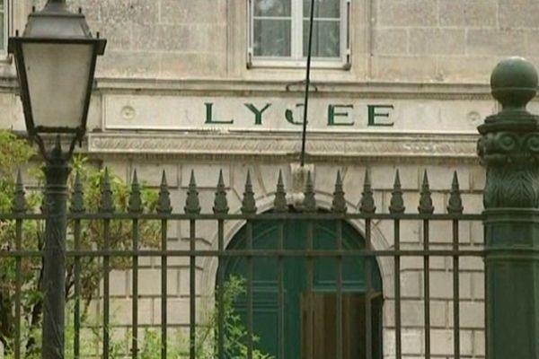 Le lycéen a été interpellé jeudi matin devant le lycée Guez-de-Balzac à Angoulême (16).
