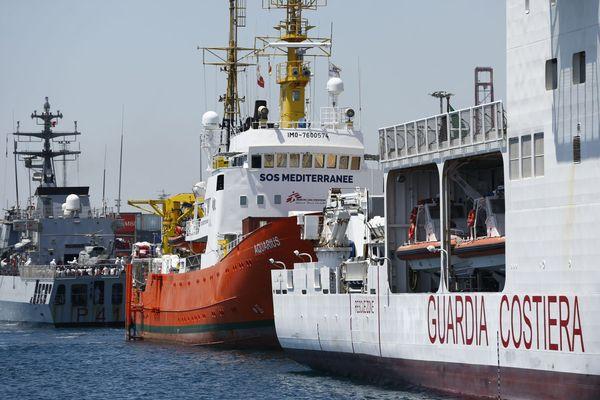 Après une semaine d'errance, les 630 migrants secourus par l'Aquarius sont tous arrivés dimanche dans le port de Valence, en Espagne.