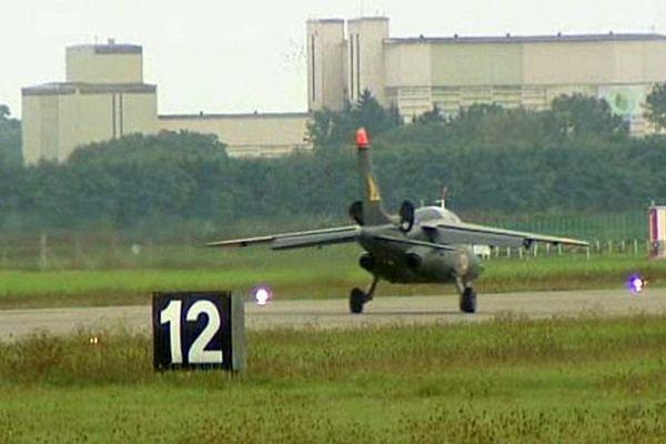 """L'arrêt de """"l'activité aérienne permanente"""" de la BA 102 et le départ de l'escadron de chasse 2/2 Côte-d'Or ont été confirmés par le ministère de la Défense"""