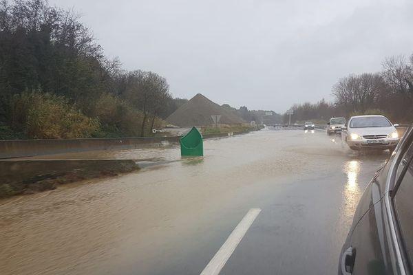 Les voitures continuent de circuler sur la RN116 en direction de Perpignan, le 22 janvier après-midi.
