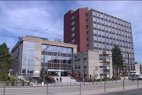 la mairie de Vénissieux;