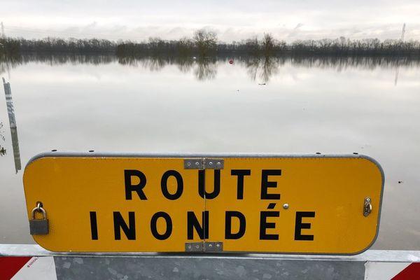 De nombreuses routes sont inondées en raison des crues