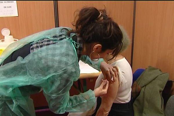 Seuls les médecins et infirmières peuvent vacciner à ce jour.