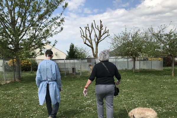 Pascale et Gommette arrivent au refuge pour rencontrer le chien Maestro