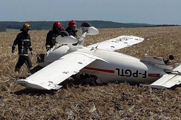 Un pilote a dû atterrir en urgence dans un champ dans les Yvelines après une panne moteur.
