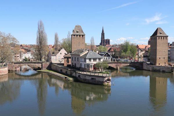 Strasbourg figure dans le top 5 des métropoles françaises avec une bonne qualité de vie générale, un coût de la vie abordable et des infrastructures satisfaisantes.