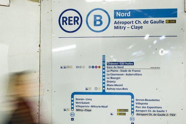 Cette ligne, qui transporte près de 900.000 voyageurs par jour, est interrompue entre Paris et l'aéroport de Roissy-Charles de Gaulle