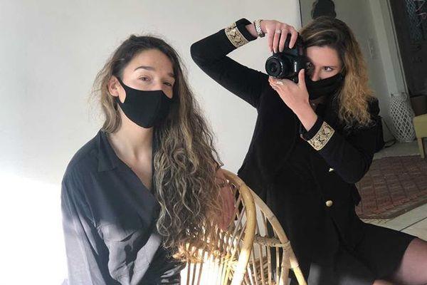 Clara Valette et Margaux-Noée, photographes professionnelles offrent trois photos aux commerçants pour promouvoir leurs produits sur leur site