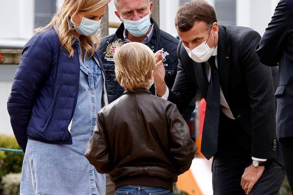 Emmanuel Macron au CHU de Reims, le 14 avril.