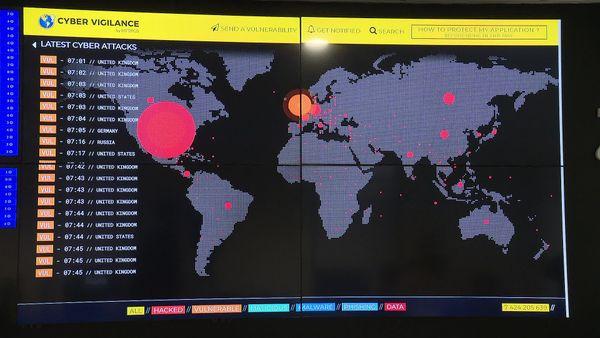 Dans les locaux de Ziwit à Montpellier, les cyberattaques en temps réel observées dans le monde entier.