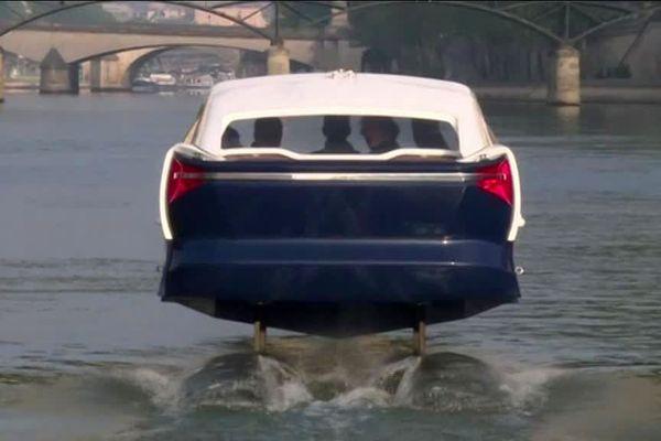 """Alain Thébault, qui est né à Dijon, est l'inventeur des Sea Bubbles, des """"taxis volants"""" sur l'eau qui sont testés à Paris"""