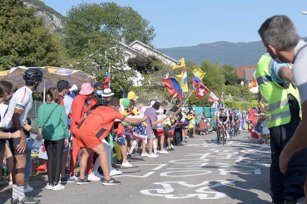 Les amateurs de vélo ne pourront pas assister au départ à Bourg en Bresse. Privés d'arrivée au grand Colombier, ils s'étaient réunis à Culoz