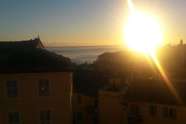 ILLUSTRATION - Levé de soleil à Bastia