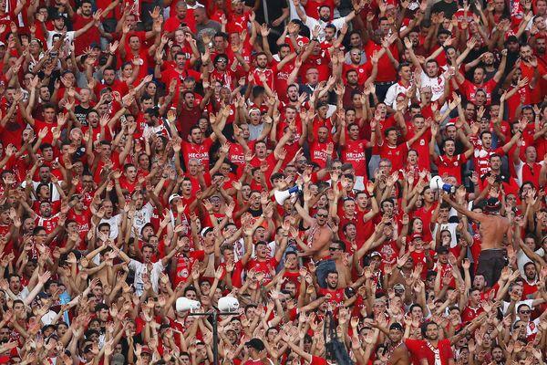 Les supporters nîmois lors du match contre Marseille, le 19 août 2018.
