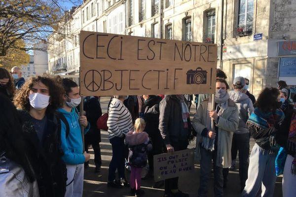 Au moins mille personnes dans les rues de La Rochelle contre les violences policières et la loi de sécurité globale