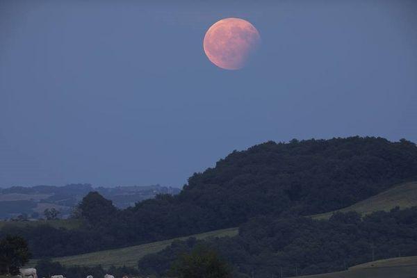 L'éclipse de lune partielle observée depuis Latrape (Haute-Garonne) le 7 août 2017