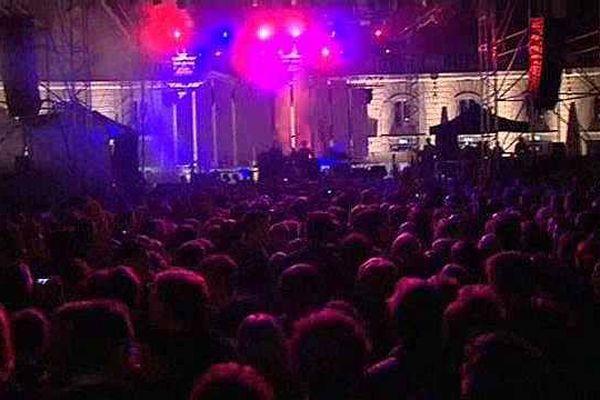 Le traditionnel concert de rentrée de Dijon attire des milliers de spectateurs sur la place de la Libération