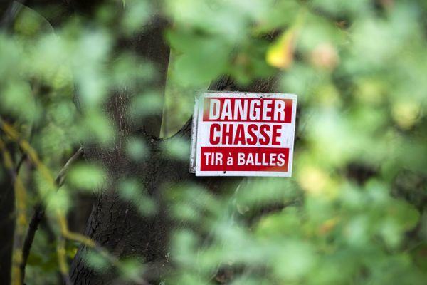 Ce samedi, dans une forêt de la petite commune de Serres-sur-Arget, en Ariège, le président de l'association de chasseurs a été visé par des tirs de carabine à plomb, alors qu'il participait à une battue avec une trentaine de personnes