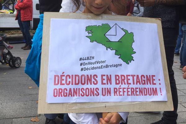 Une pancarte brandie lors du rassemblement à Nantes pour un référendum sur la réunification de la Bretagne - 28/09/2019