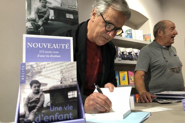 L'auteur lors de sa dédicace à Bastia.