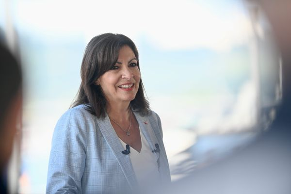 La candidate socialiste à l'élection présidentielle Anne Hidalgo se déplace à Trois-Rivières dans la Somme pour parler ruralité et santé avec les habitants de la commune.