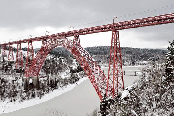 Le viaduc de Garabit permet de franchir les Gorges de la Truyère