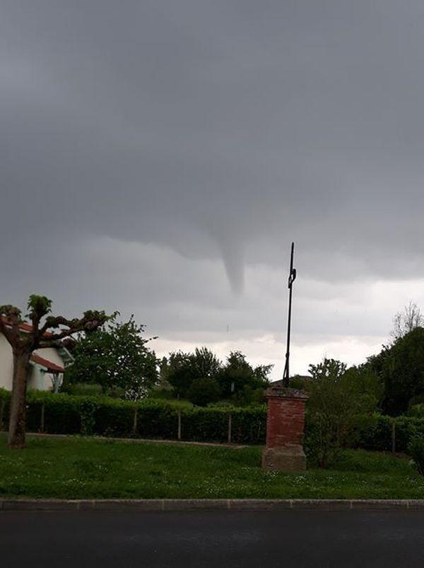 La tornade est passée à 5 km de Montbartier dans le 82 vers 13h45.