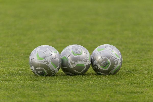 Pour respecter la distanciation sociale, il faut se tenir à 5 ballons de football de son voisin.