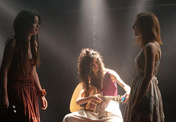 Adamée lors de l'enregistrement de la première partie de leur clip