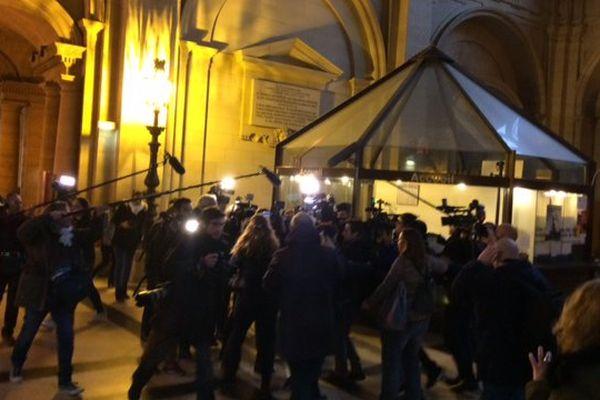 Un parterre de journalistes était présent lors de l'arrivée de Jérôme Cahuzac, ce jeudi 8 décembre.
