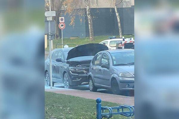 Le véhicule a été incendié aux alentours de 15h45