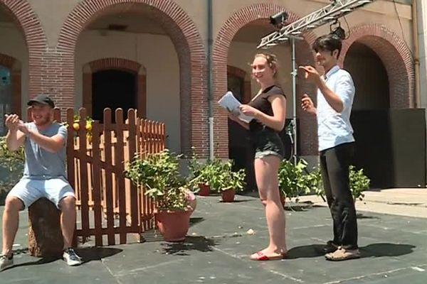 Les étudiants comédiens répètent leur pièce Embarquement immédiat à Agen.