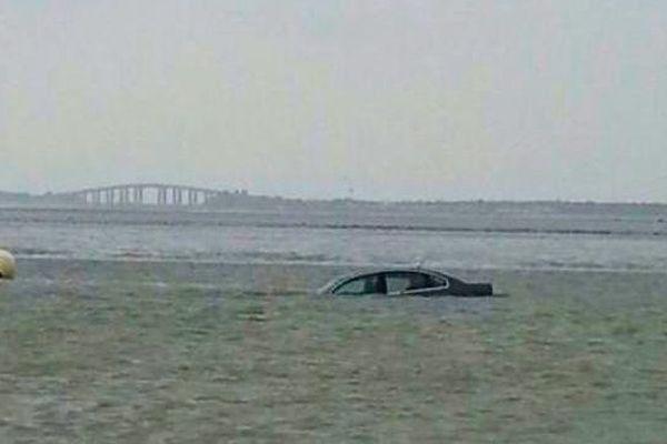Une voiture surprise hier par la marée à Noirmoutier