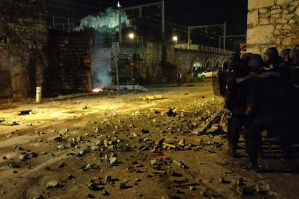 Dans la nuit du 1er décembre 2018, des casseurs s'en prennent à la ville du Pouzin en Ardèche. Aujourd'hui, la ville n'a pas fini de payer les dégâts dus aux actes de guérilla urbaine durant la mobilisation des gilets jaunes.