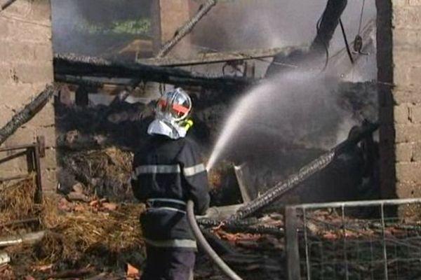Sur les lieux de l'incendie à Nonglard