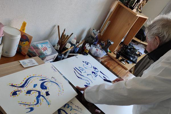 La caligraphie arabe, l'autre passion d'Omar Lekkia