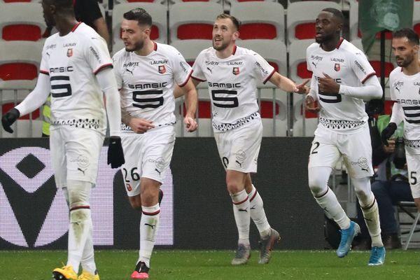 Le milieu de terrain Flavien Tait (au centre) satisfait de son premier but sous le maillot rennais lors du match de Ligue 1 face à Nice - 24/01/2020