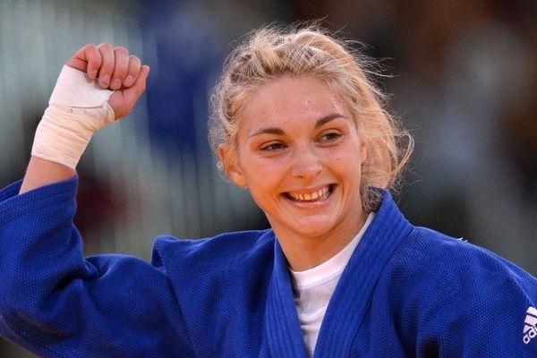 Automne Pavia remporte la médaille de bronze en judo dans la catégorie des -57 kg.