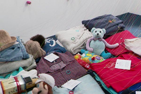 Les vêtements déposés par les visiteurs seront restitués à la fin de l'exposition.