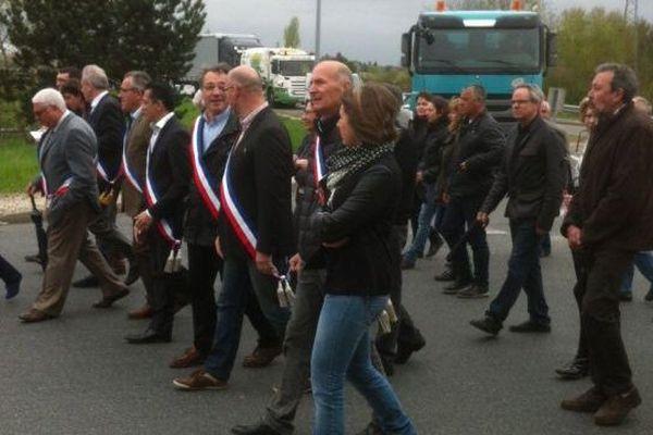 Manifestation à Gien pour réclamer l'ouverture du terrain des gens de voyage de Nevoy (Loiret) - 17 avril 2015