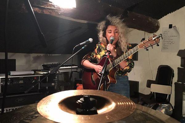 La chanteuse de Limoges Agathe Denoirjean sera au bar Le Corot à Saint-Junien