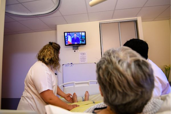 Les soignants non-vaccinés devront recevoir une dose d'ici le 15 septembre, sous peine sanctions.
