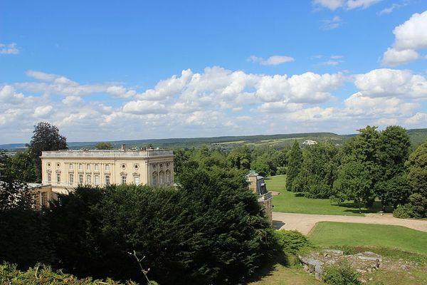 Dans l'Eure, non loin de Vernon, la perspective du château et du parc de Bizy, pour espérer de belles éclaircies matinales en ce DIMANCHE.