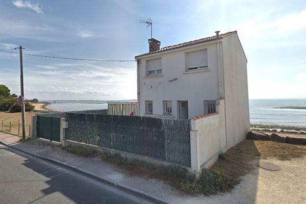 La maison de la famille Lamblin est située à proximité immédiate de la mer.