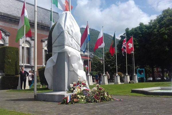 """La statue """"voilée"""" du général de Gaulle à Lourdes"""