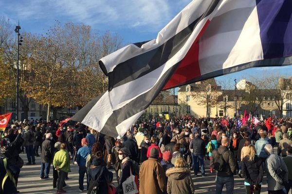 A Vannes, les manifestants se sont rassemblés esplanade du port